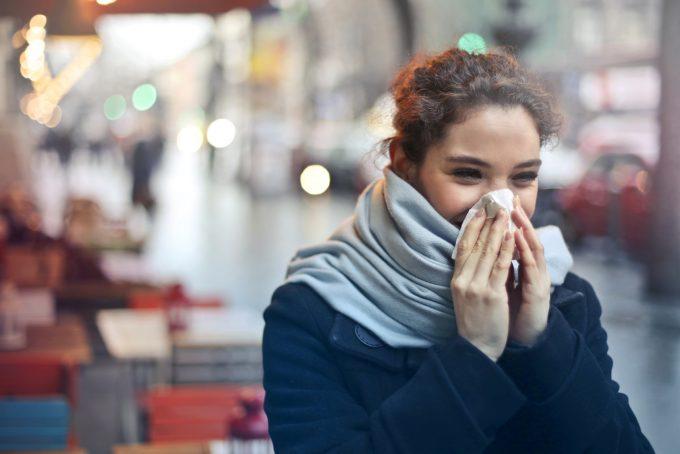 Winterzeit ist Erkältungszeit. Mit unseren Tipps kommt ihr gesund durch die kalten Monate. Foto: Fotolia.com © olly # 173676624
