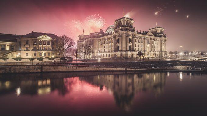 In Berlin ist immer was los. Besonders das Nachtleben hat für jeden etwas zu bieten. Fotolia.com: © Ronny Behnert