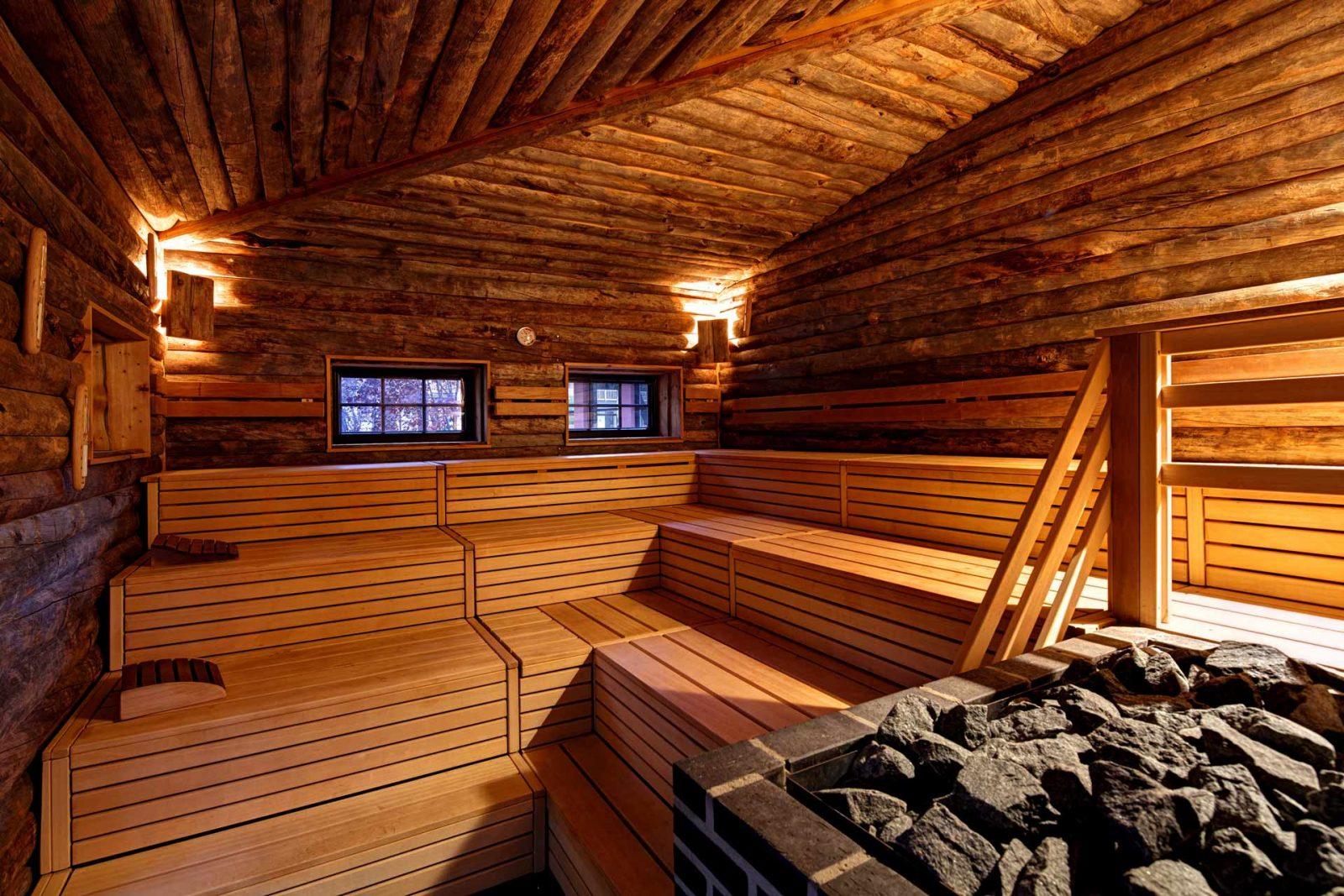 Richtig gemütlich machen kann man es sich im Herbst an vielen Orten. Aber besonders entspannend ist es eben in der Sauna. Foto: Vabali Spa