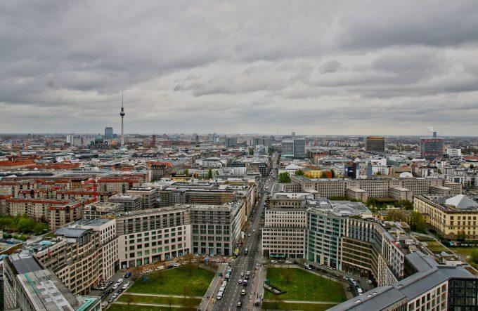 Berlins Stadtbild im Wandel: Fallen letzte Grünflächen bald dem Bauboom zum Opfer?Foto: pixabay.com© moerschy (Pixabay License)