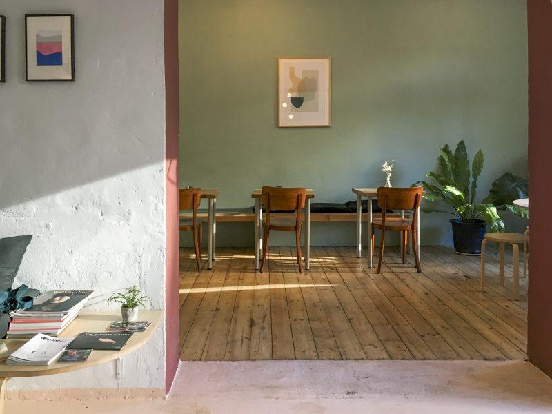 Blick in Gastraum The Future Breakfast Café. Das Restaurant in Neukölln ist noch offen.