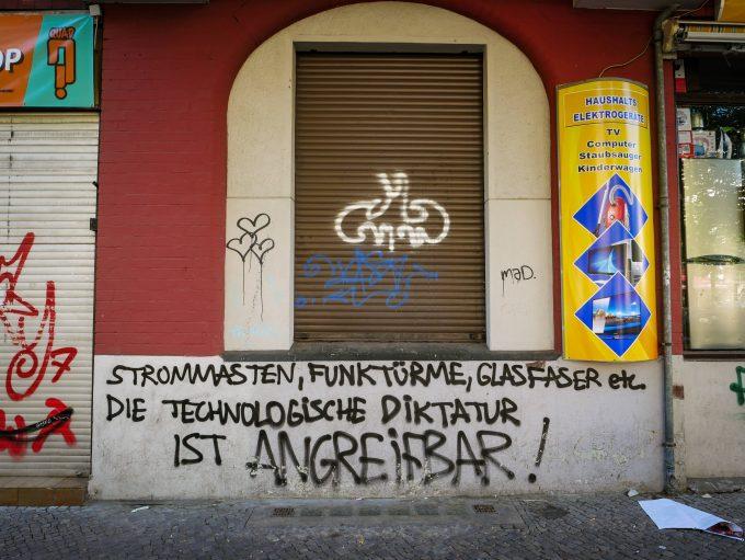 Berlin Neukˆlln, Karl-Marx-Strafle, Karl-Marx-Platz, Drohung der Antifa Berlin Neukˆlln *** Berlin Neukˆlln Karl Marx street Karl Marx place threat of the Antifa Berlin Neukˆlln