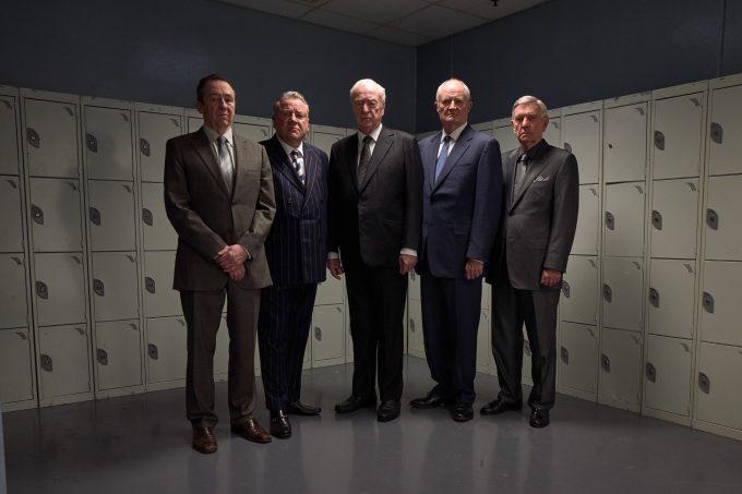 v.l.n.r.: Carl Wood (Paul Whitehouse), Danny Jones (Ray Winstone), Brian Reader (Michael Caine), Terry Perkins (Jim Broadbent), John Kenny Collins (Tom Courtenay)