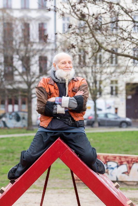 Berliner Original der Gegenwart: Komet Bernhard, über 70 Jahre alt und Berliner Partyinstitution. Foto: Harry Schnitger