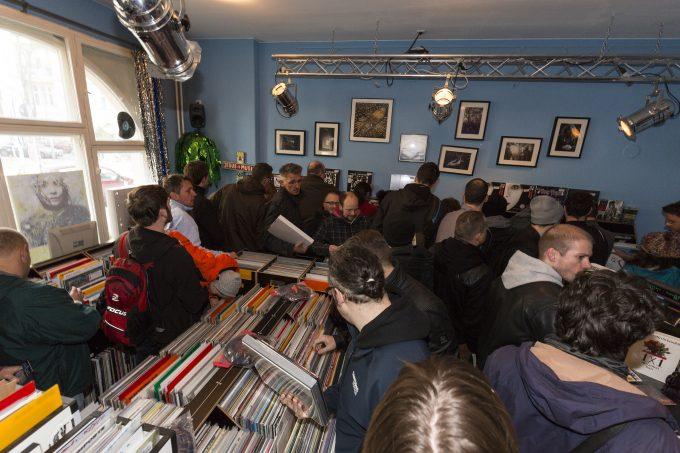RECORD STORE DAY 2015, Dodo Beach, Schallplattenladen, Berlin, Deutschland, 18.04.2015 > english> RECORD STORE DAY 2015, April 18, 2014, Dodo Beach, Record Store, Berlin, Germany