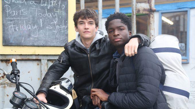 Gyllen (Fionn Whitehead) und William (Stéphane Bak).