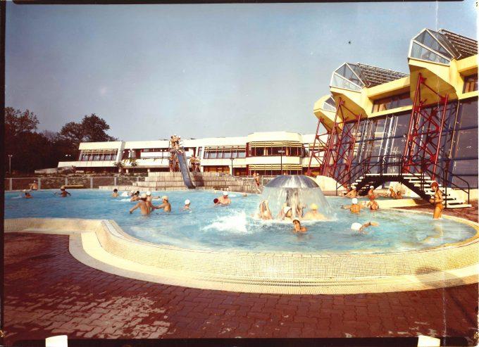 DEWAG Berlin, Sport- und Erholungszentrum Berlin - Außenschwimmbecken Berlin, um 1983 © Stiftung Stadtmuseum Berlin