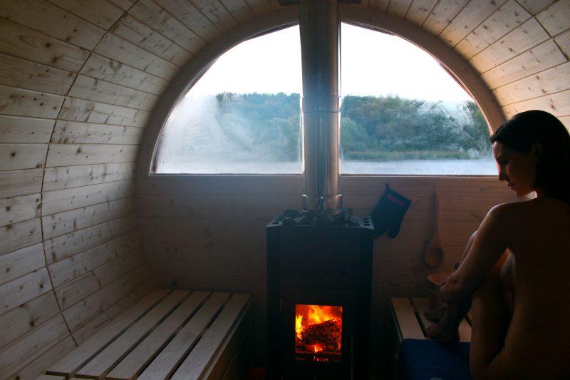Inside shot of a sauna raft by Dirk Engelhardt.