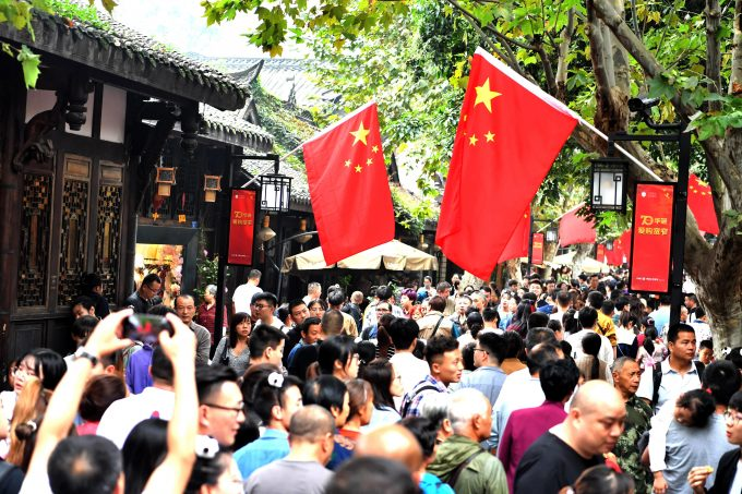 CHENGDU, CHINA - OCTOBER 03: Tourists visit the Kuanzhai Alley, a famous pedestrian street in Chengdu. during the seven-day Chinese National Day holiday on October 3, 2019 in Chengdu, Sichuan Province of China. PUBLICATIONxINxGERxSUIxAUTxHUNxONLY Copyright: xVCGx CFP111252540600