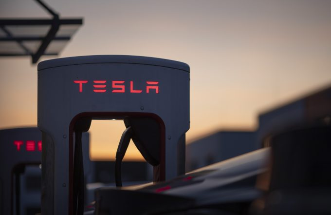 Ladestation von dem Automobilhersteller Tesla in Berlin. 31.10.2019. Berlin Deutschland *** Charging station of the automobile manufacturer Tesla in Berlin 31 10 2019 Berlin Germany PUBLICATIONxINxGERxSUIxAUTxONLY Copyright: xFelixxZahn/photothek.netx