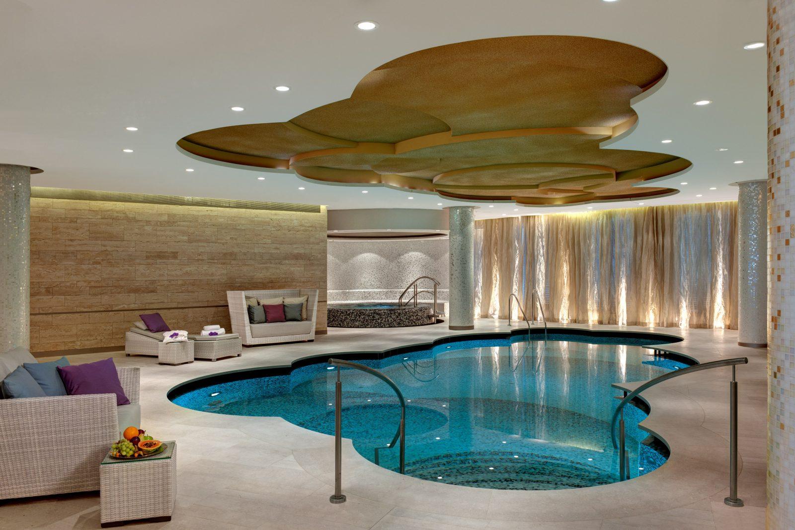 Spa und Pool im Hotel Waldorf Astoria