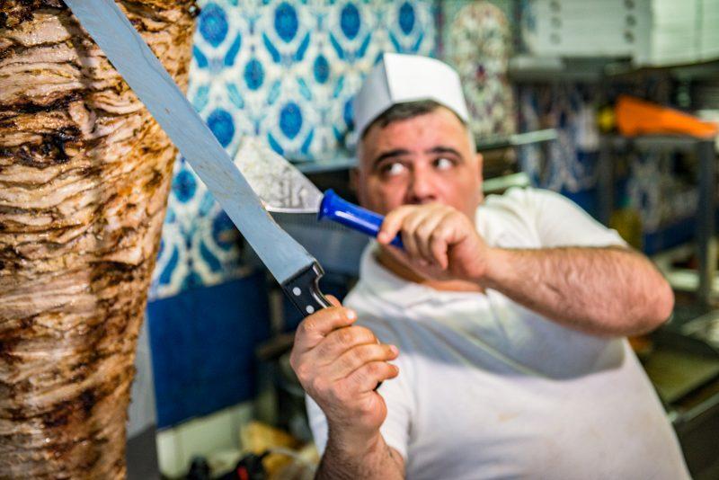 Dönerspieß im Doyum. Das Restaurant ist auch zu Ramadan in Berlin geöffnet