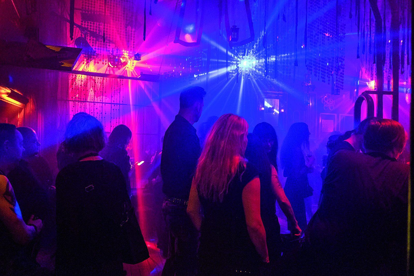 Party im Duncker Club. Donnerstags finden kostenlos Konzerte statt.