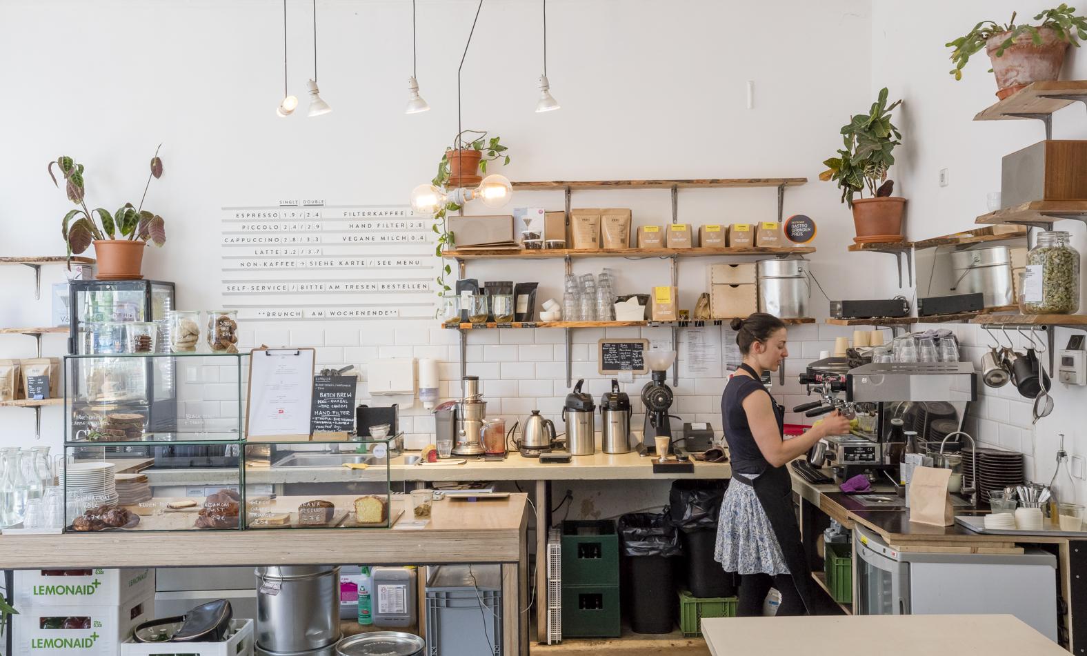 Die wohl leckerste Adresse auf der Hermannstraße ist das schicke Isla Coffee.