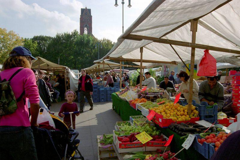 Blick auf Obststand am Winterfeldtmarkt, Märkte in Berlin