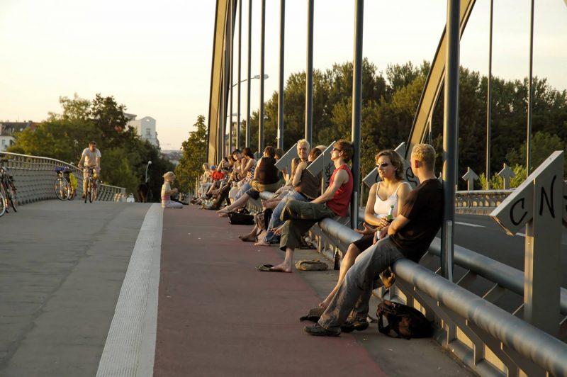 Wir verbringen laue Sommerabende gerne auf der Modersohnbrücke.