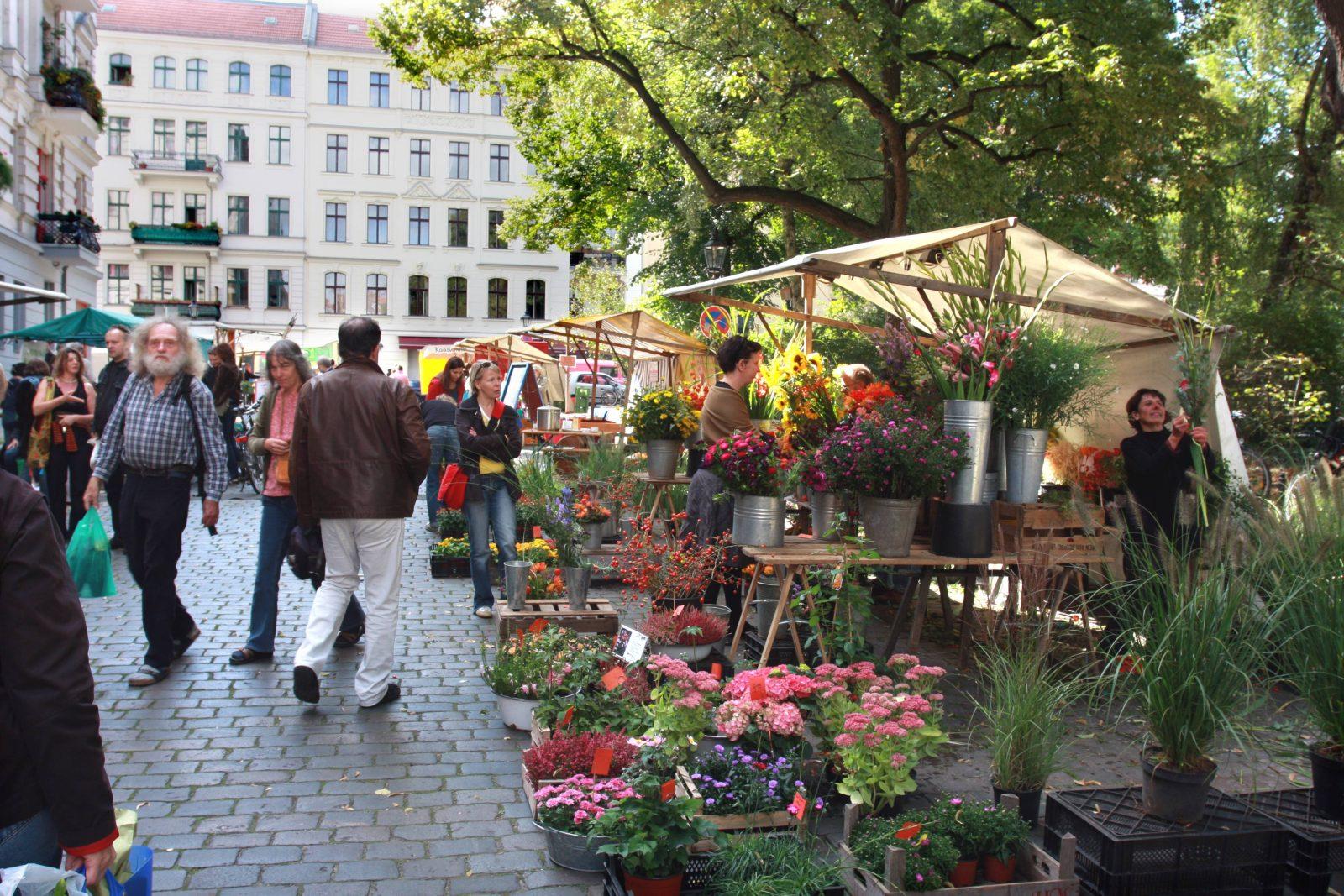 Von Demeter und Bioland bis hin zum Verbund Ökohöfe Nordost-Brandenburg ist auf dem Ökomarkt am Chamissoplatz alles vertreten.