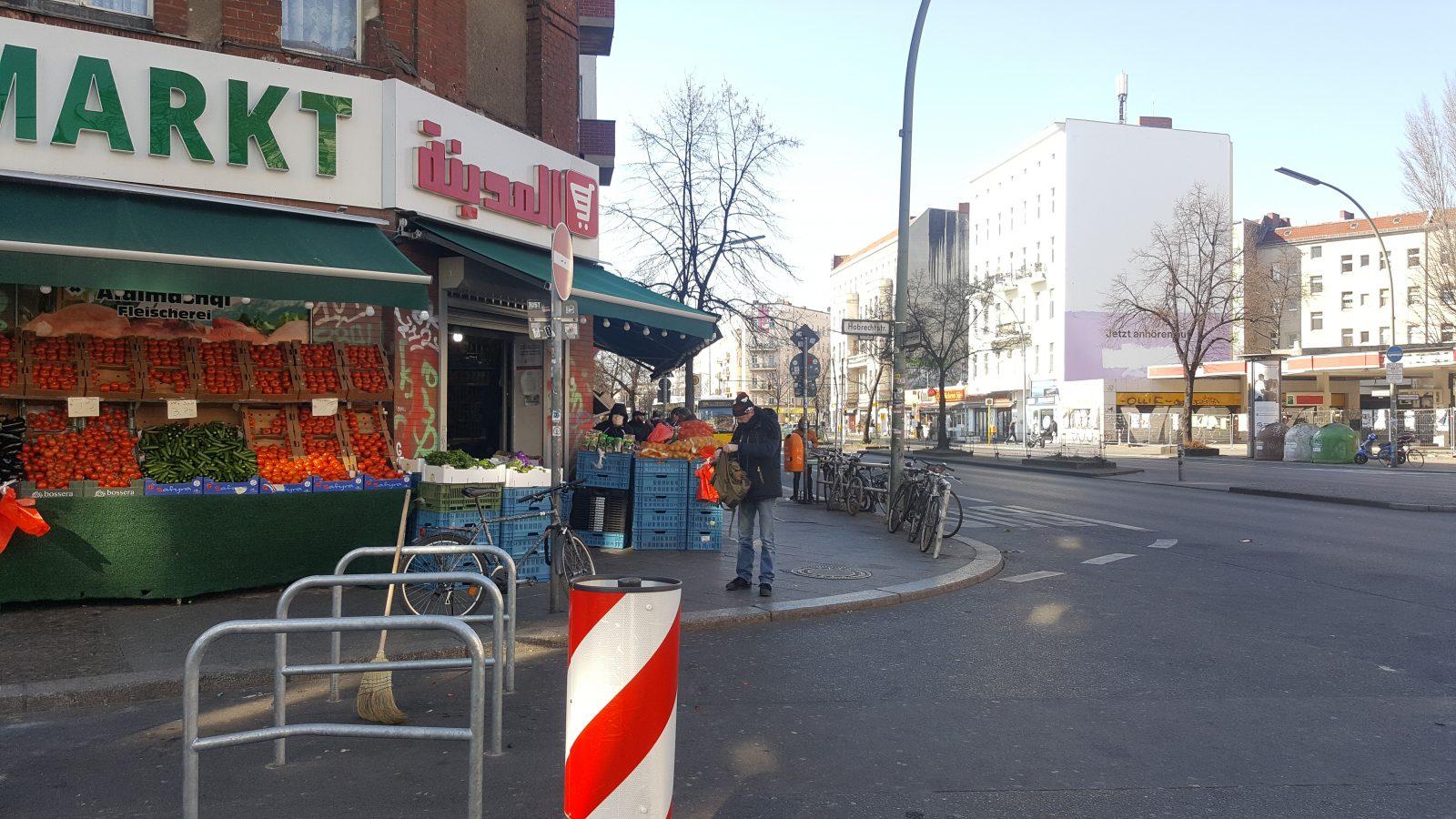 Türkischer Supermarkt, fast ohne Kunden - Corona-Spaziergänge Neukölln.