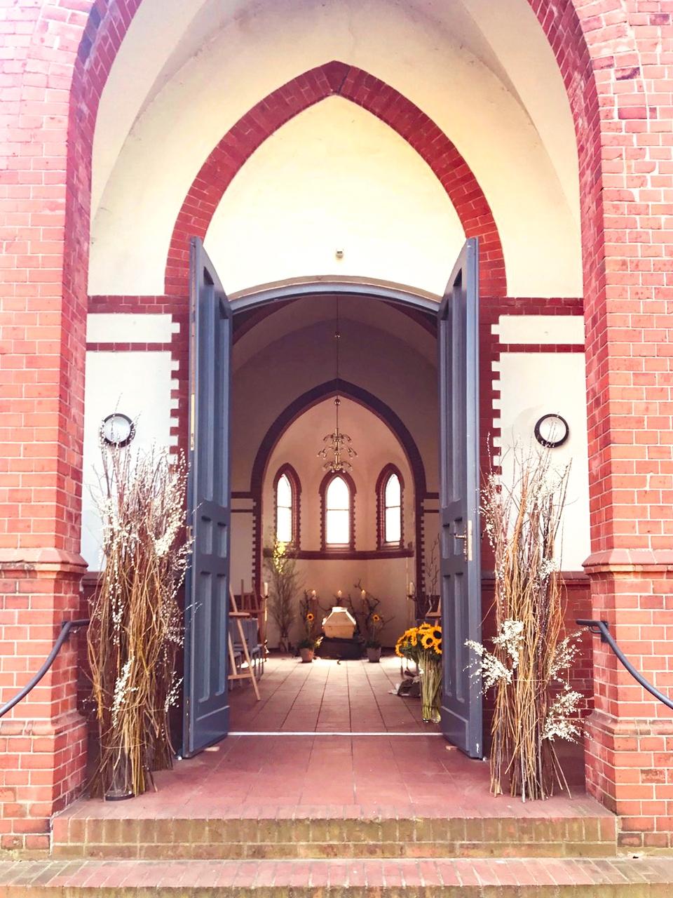 """Corona und Bestattungen: """"Lebensnah Bestattungen"""" hat eine eigene Kapelle, in der jetzt immer mehr Trauerfeiern stattfinden. Foto: Eric Wrede"""