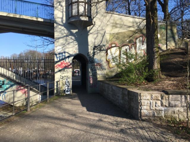 Die Insel der Jugend im Treptower Park in Berlin. Leerer Park in Zeiten von Corona.