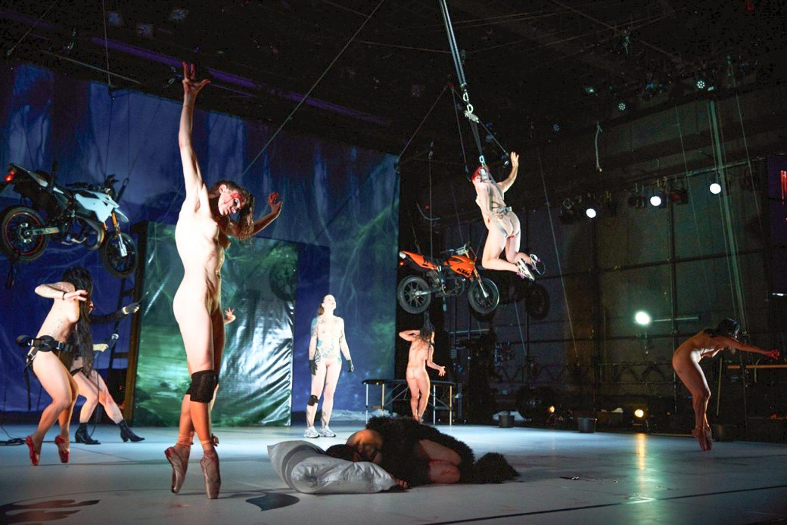 """Frauentag in Berlin: das Stück """"Tanz"""" von Florentina Holzinger ist eine der Veranstaltungen, die am Frauentag in Berlin stattfinden."""