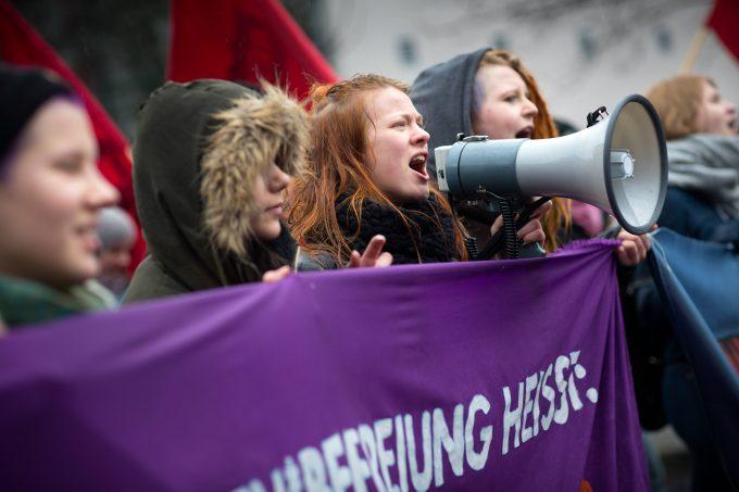 Internationaler Frauentag - Demonstration in Berlin Demonstration zum Frauenkampftag: An der Demonstration am internationalen Frauentag beteiligen sich in Berlin mehrere tausend Menschen. Die Demonstranten protestieren gegen Sexismus und Geschlechterdiskriminierung.  international Women\u0026#39;s Day Demonstration in Berlin Demonstration to Frauenkampftag to the Demonstration at International Women\u0026#39;s Day join to in Berlin several one thousand People the Demonstrators Protest against Sexism and Gender discrimination