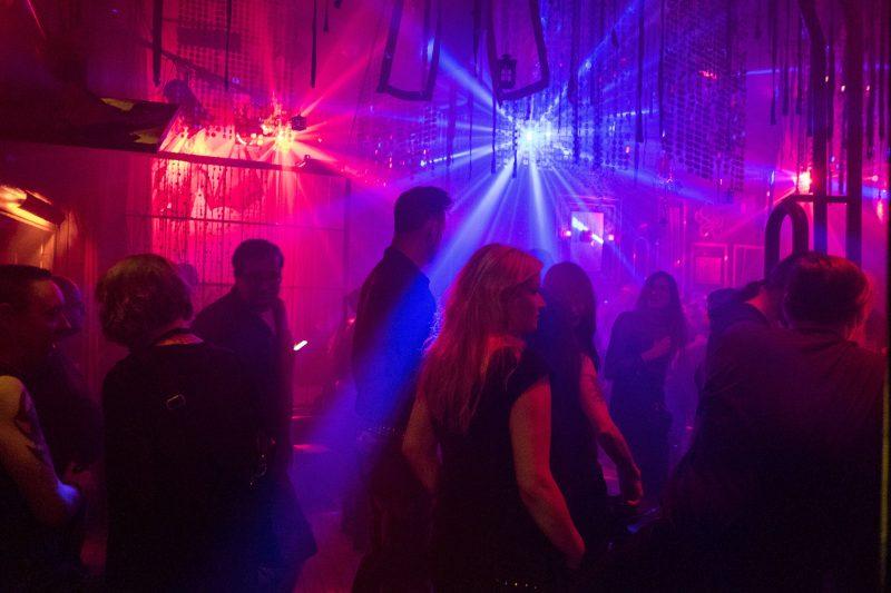 Corona-Blog Berlin: Alle Clubs - wie hier das Duncker - und Bars müssen schließen.