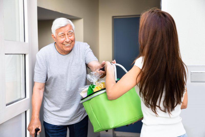 Corona-Solidarität: Gerade älteren unnötige Gefährdungen zu ersparen, kann Leben retten.