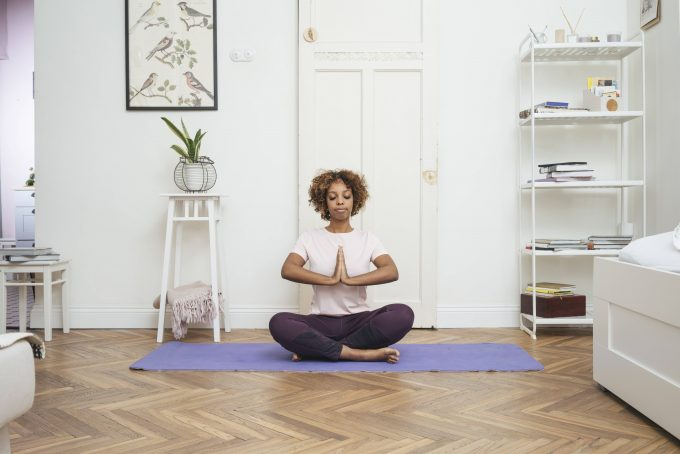 Young woman practicing yoga at home model released Symbolfoto property released PUBLICATIONxINxGERxSUIxAUTxHUNxONLY VPIF01941