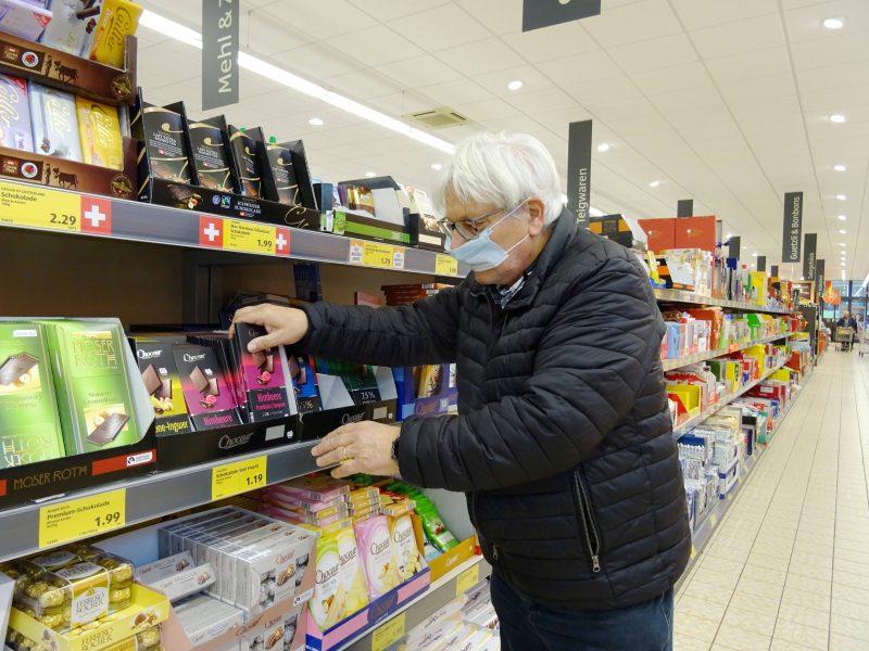 Corona-Solidarität: Senioren sind besonders gefährdet, auch im Supermarkt. Viele bieten Hilfe an.