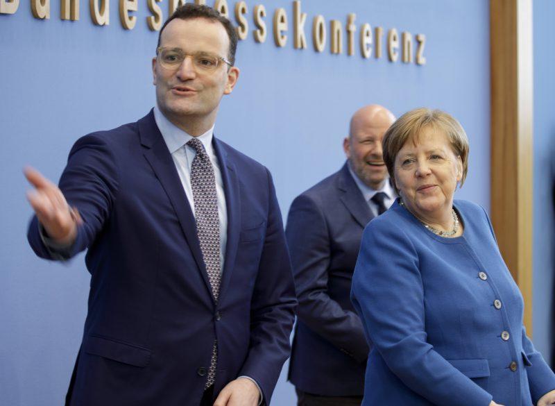 Corona-Tagebuch: Jens Spahn und Angela Merkel in der Bundespressekonferenz mit guter Laune.