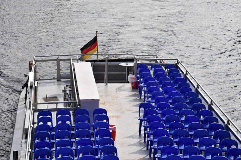 Corona und Politik: Ein leeres Touristenboot - ist nun Krise oder nicht.