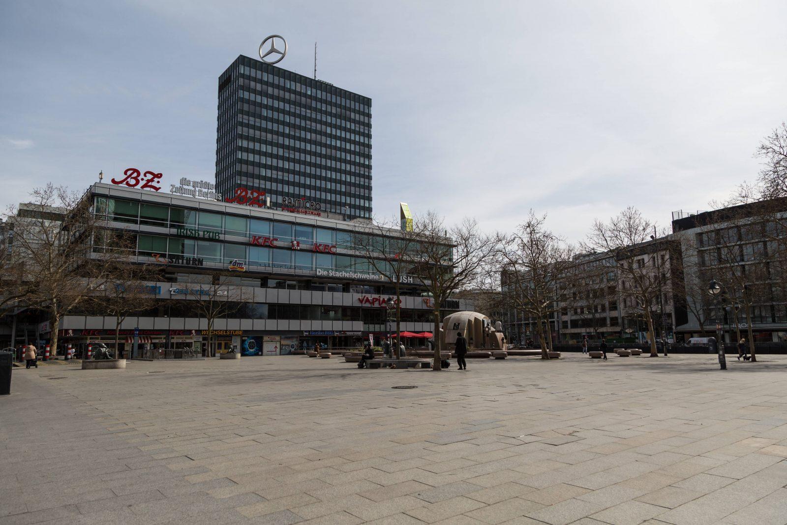 Gähnende Leere auch am Breitscheidplatz. Foto: imago images / STPP