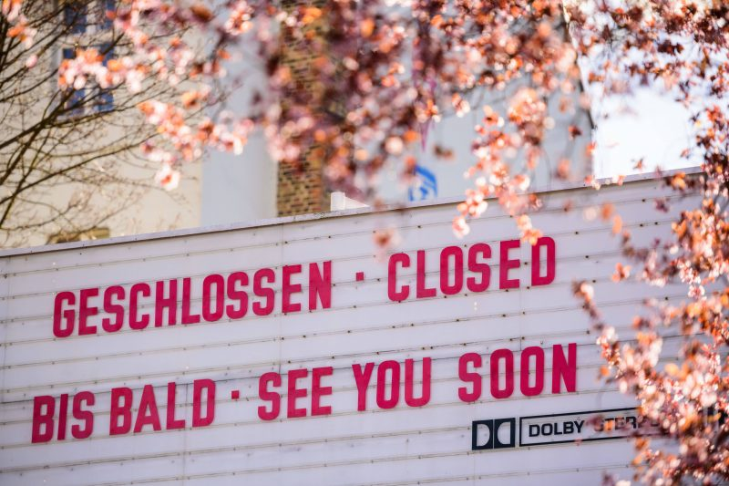 Corona-Blog: Die Richtlinien für Deutschland wurden weiter verschärft.  Ein geschlossenes Kino in Berlin. Foto: Imago/Zuma