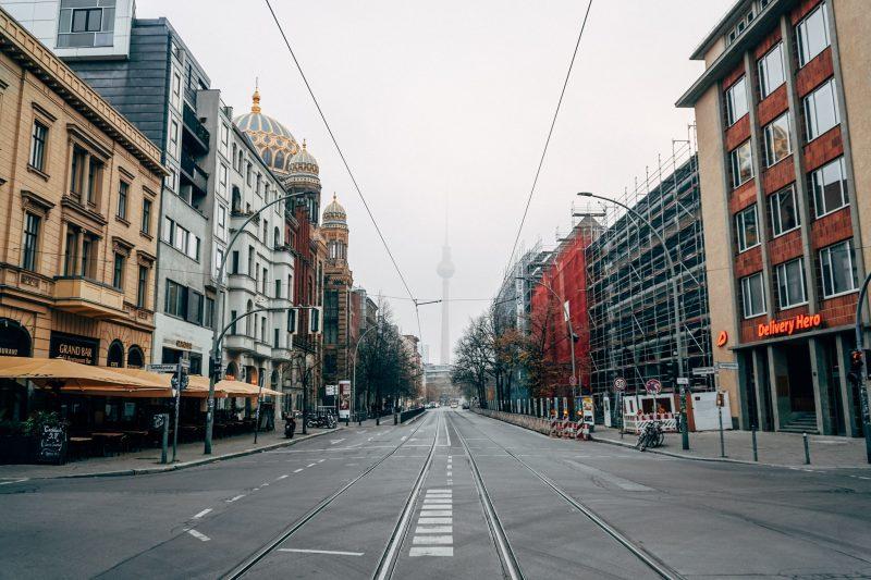 Leere Straßenzüge in Berlin. Das Corona-Virus versetzt die Stadt in den Stillstand.