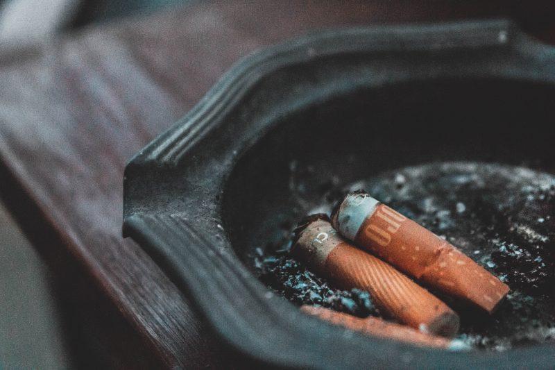 Zigaretten sind eine Sucht, viele Menschen verfallen in alte Suchtmuster in der Corona-Quarantäne.