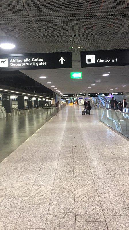 Corona-Rückreise: Der Flughafen Zürich war wegen der europäischen Grenzschließungen fast leer.