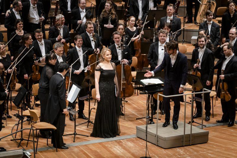 Musik zu Ostern in der Philharmonie: Mahlers Dritte Symphonie mit Elīna Garanča und Lorenzo Viotti.