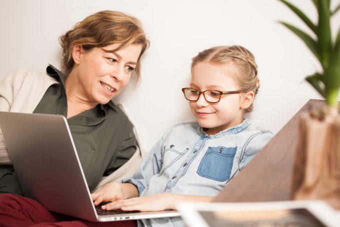 Foto: SCHAU HIN!   Wie lange Kinder fernsehen und vor dem Computer hängen, ist eine wichtige Frage – die oft für Streit sorgt.