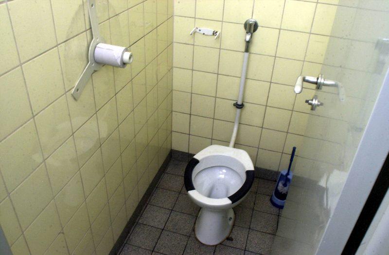 Daran müssen sich Zugezogene in Berlin erstmal gewöhnen: Clubtoiletten sind in Berlin nicht nur zum Pinkeln da.