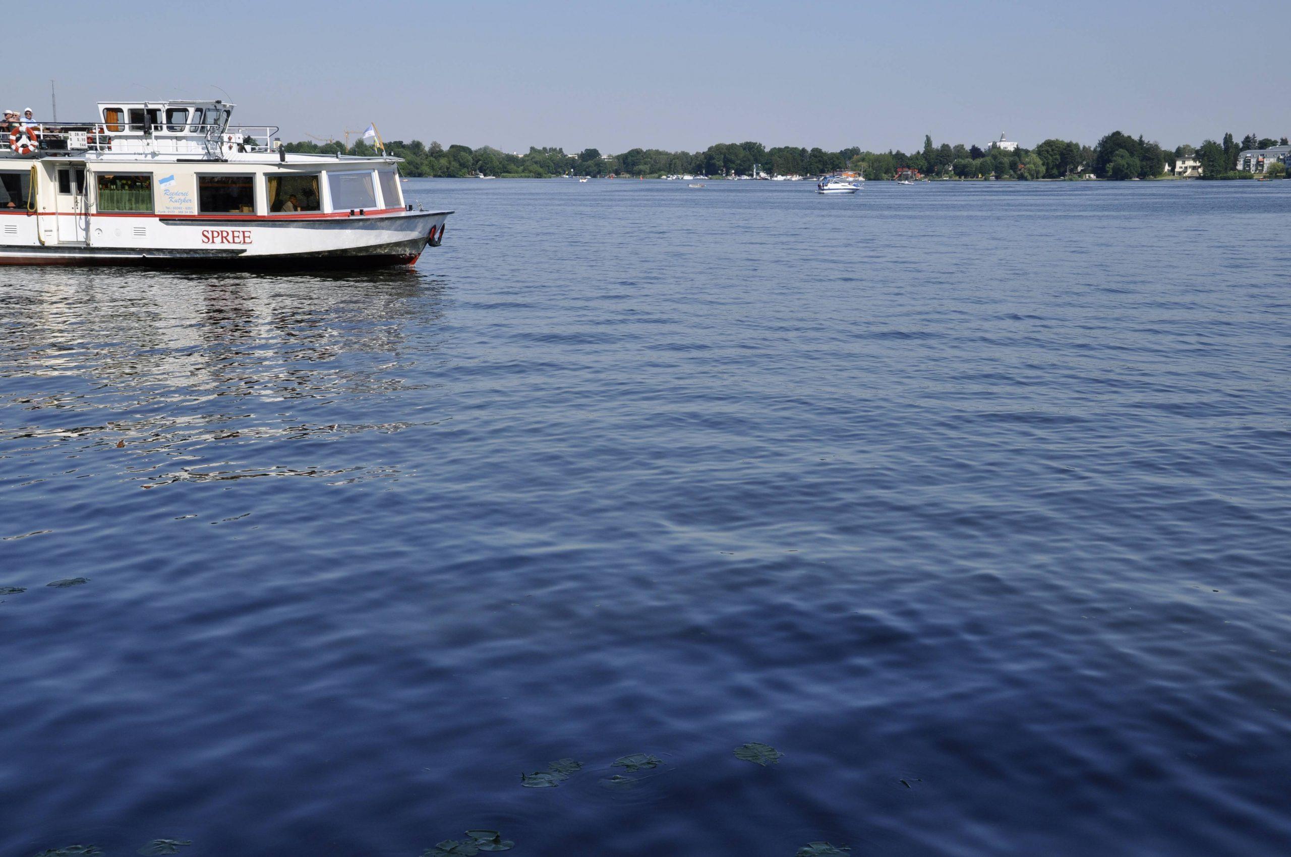 Der Dämeritzsee gehört zu den Badeseen im Südosten Berlins ist bekannt für gutes Wasser, besser rein kommt man auf der Brandenburger Seite. Foto: Imago/Steinach