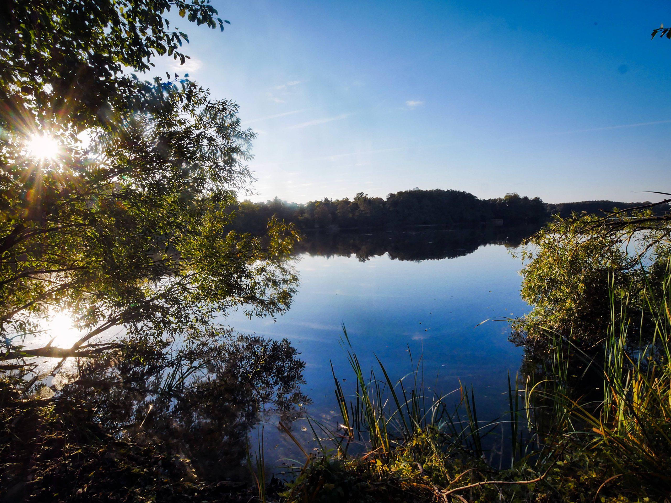 Der Groß-Glienicker See liegt teils im Spandauer Ortsteil Kladow – früher war er Grenzgebiet. Foto: Imago/Ritter