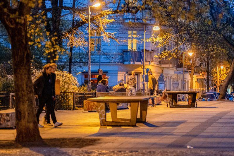 Am Helmholtzplatz gibt es zwei Platten, auf denen man auch nachts spielen kann. Foto: Imago/Seeliger