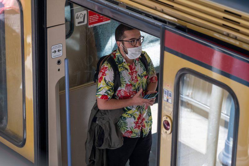 Seit dem 27. April 2020 darf der öffentliche Nahverkehr in Berlin nur mit Mundschutz genutzt werden.
