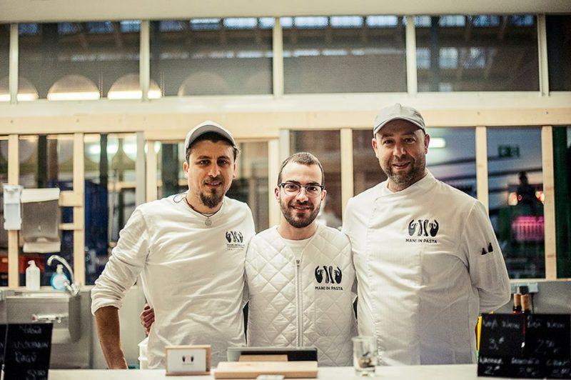 Die drei Betreiber von Mani in Pasta in ihrer Manufaktur.