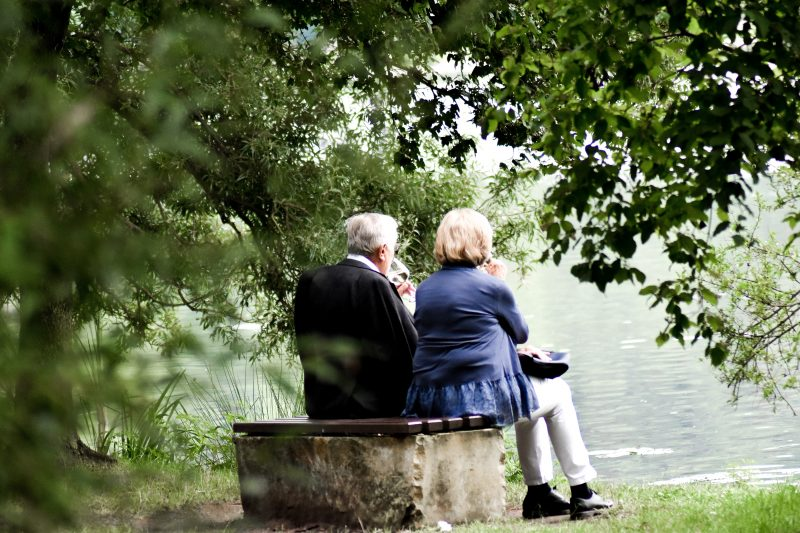 Ältere Menschen reagieren oft mit Ruhe und Besonnenheit auf die Corona-Krise.