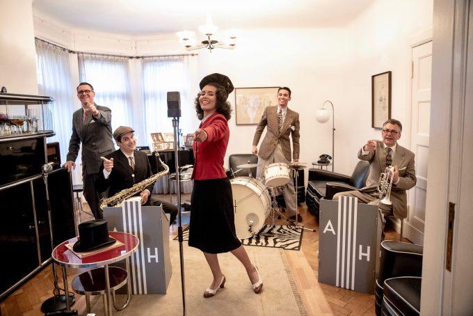 Foto: Uwe Hauth | Andrej Hermlin and his Swing Dance Orchestra Von links nach rechts: Andrej Hermlin Daniel Duspiwa Rachel Hermlin David Hermlin Jörg von Nolting