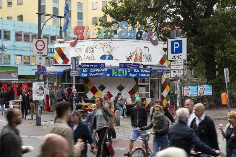 Imbissstand Alain Snack Prenzlauer Berg. Dort gibt es Ketwurst, eine Berliner Spezialität – zumindest für den Ostteil der Stadt.