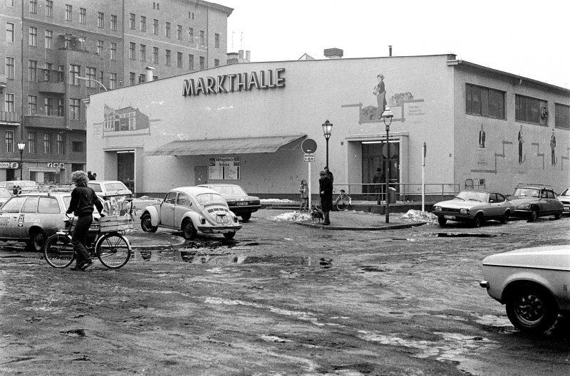 Blick auf die Markthalle XI im Bergmannkiez in 1981