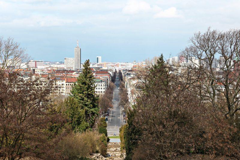 Ein schöner natürlicher Aussichtspunkt in Berlin ist der Kreuzberg.